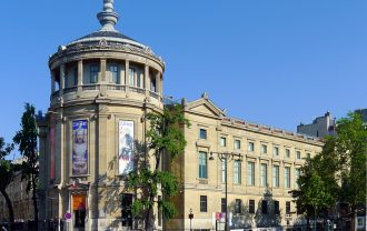 P1030795_Paris_XVI_place_dIéna_musée_Guimet_rwk